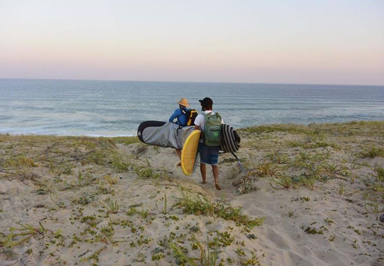 arrivee-surf-en-haut-de-la-dune-de-messanges-plage