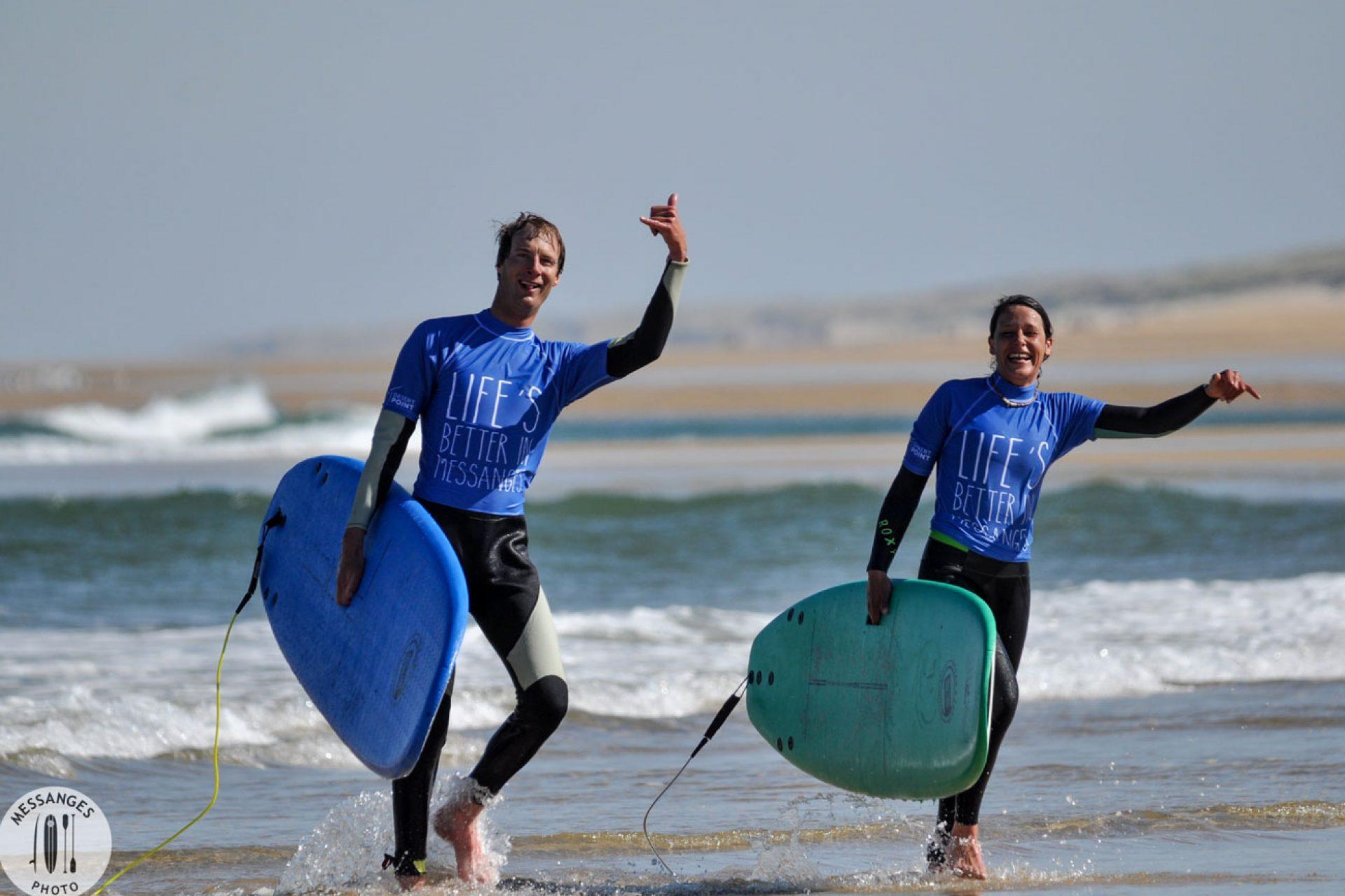 couple-cours-de-surf-messanges