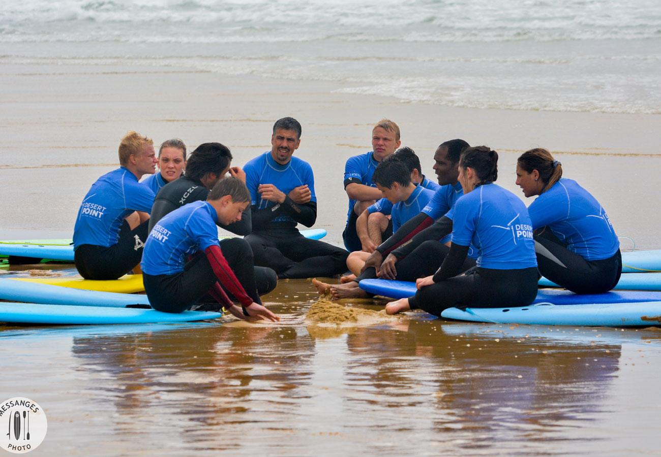groupe-surf-explication-bord-de-l-eau