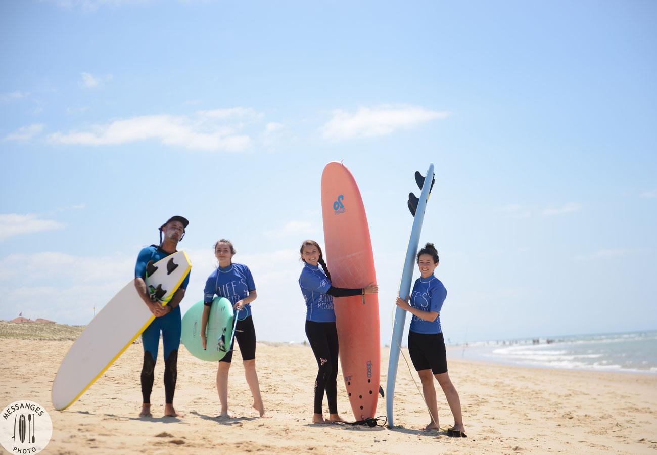petit-groupe-fille-cours-de-surf-messanges