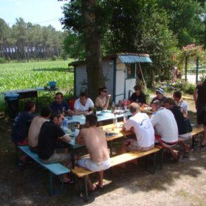 bon-repas-grande-table-rencontre-convivialite