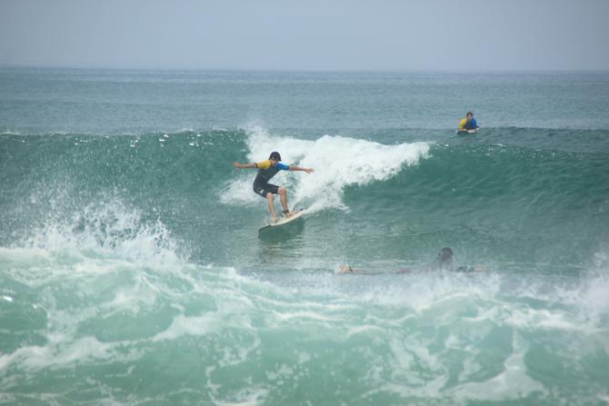 de-beau-progres-en-surf-sur-cette-vague-a-messanges-beach