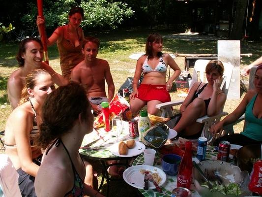 esprit-surfcamp-rencontre-autour-de-repas