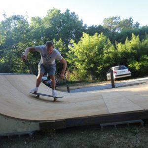 rampe-de-skate-au-nature-surf-camp