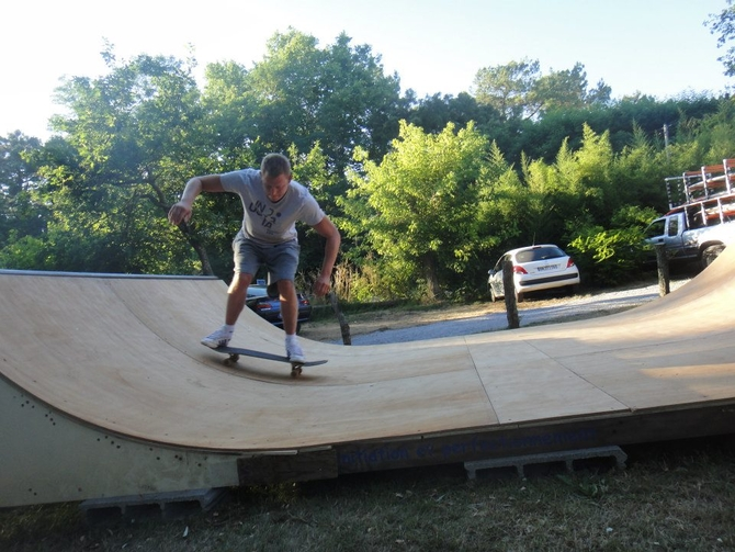 rampe-de-skate-au-nature-surf-camp