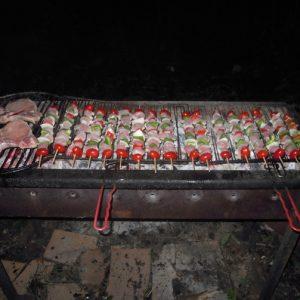 un-barbecue-de-competition-la-convivialite-du-nature-surf-camp